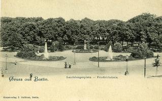 """Postkarte: """"Gruss aus Berlin. Blick auf den Landsbergerplatz und den Friedrichshain."""""""