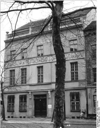 Bundesarchiv_Bild_183-C0801-0015-001,_Berlin,_Ermelerhaus.jpg