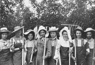 Gartenbauschule Marienfelde: Schülerinnen-Gruppe