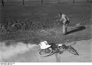 Fahrrad mit Raketenantrieb auf der AVUS