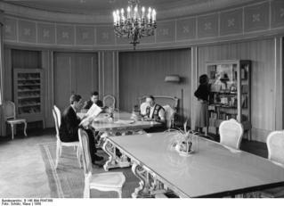 Bundesarchiv_B_145_Bild-P047388,_Berlin,_Ibero-Amerikanische_Bibliothek.jpg