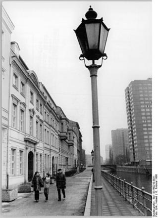 Bundesarchiv_Bild_183-W0210-0011,_Berlin,_Märkisches_Ufer,_Ermeler-Haus.jpg
